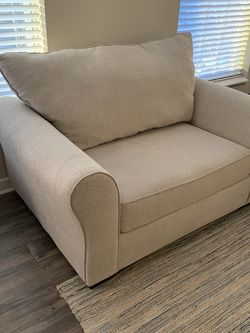 Oversized Comfortable Living Room Chair for Sale in Columbus,  OH