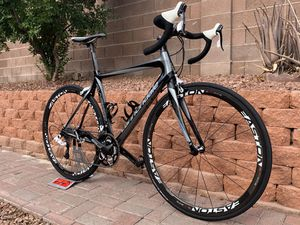 Cannondale synapse full carbon fiber road bike for Sale in North Las Vegas, NV
