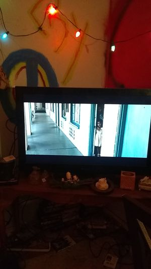 Table and 52 in Emerson tv for Sale in Evansville, IN
