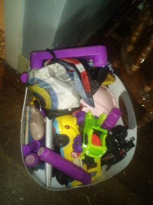 Misc toys free for Sale in Lake Wales, FL