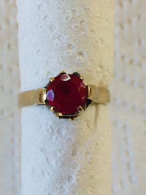 14k Yellow Gold Ruby Ring, Size 7 for Sale in Lynwood, CA