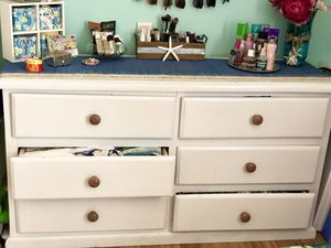 Dresser w/ mirror for Sale in Anaheim, CA