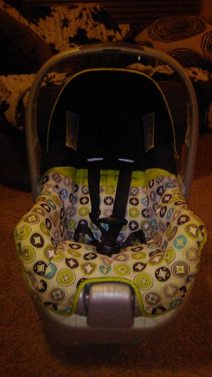 Baby Car Seat (Evenflo brand) for Sale in Beech Grove, IN