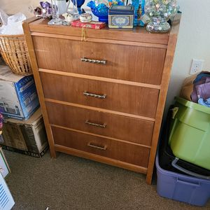 4 drawer dresser for Sale in Snohomish, WA