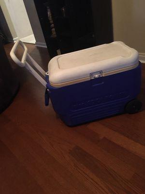 Igloo cooler w/ wheels ($10) for Sale in Suffolk, VA
