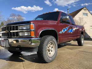 1993 Chevy K2500 4x4 for Sale in Akron, OH