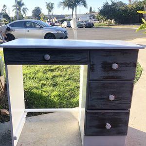 Kids Desk for Sale in Vista, CA