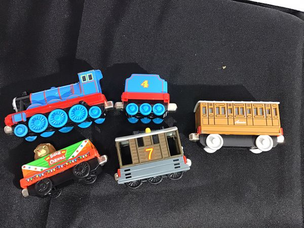 Thomas & Friends Fisher-Price Adventures, Gordon / 5 pieces Used in excellent shape / magnetically attach to each other.