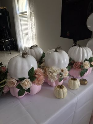 Pumpkin Center piece /Balloon Arch fllowers for Sale in Auburndale, FL