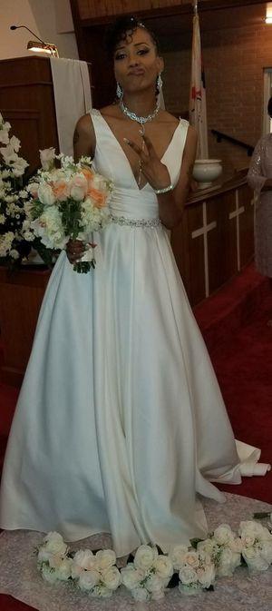 Wedding dress w/ veil, bridal buddy slip, & bride satin robe for Sale in Decatur, GA