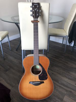 Yamaha FS800 Acoustic Guitar w/ carrying case + capo for Sale in San Diego, CA