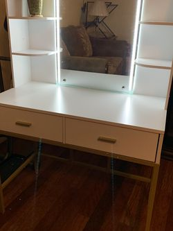 VANITY WITH LED LIGHTS for Sale in Dinuba,  CA