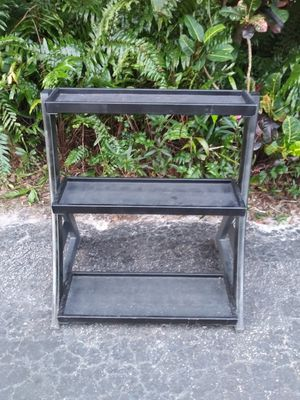 KETTLEBELL RACK : 3 TIERS/ GREAT CONDITION : 31 INCHES HIGH BY 33 INCHES HIGH for Sale in Coconut Creek, FL