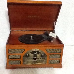 Crowley CR66 5 in 1 turntable, radio, MP3, cassette & CD player in excellent condition for Sale in Lewisville, TX