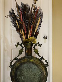 Beautiful Large Vase Decorated for Sale in Moreno Valley,  CA