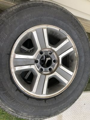 Bridgestone Dueler H/T p255/70/r17 for Sale in Seven Hills, OH