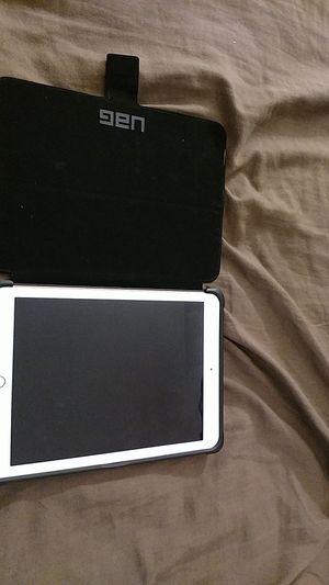 Apple ipad 6th generation for Sale in Orange Cove, CA