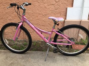 Trek MT200 Girl's Mountain Bike Ages 7-16 for Sale in Doral, FL