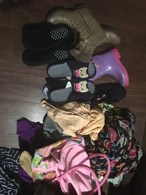 Pending pickup -Free. Bag full of women's and girl's clothing and shoes. for Sale in Artesia, CA