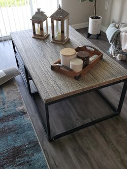 "Coffee Table 4'x2'4"" for Sale in Orlando,  FL"