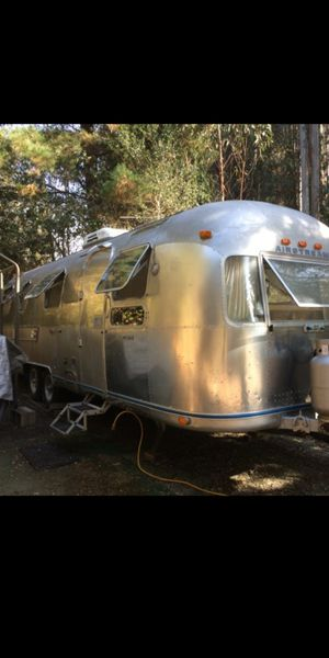 1976 Airstream land yacht 31 feet current registration clean title solid trailer for Sale in Hayward, CA