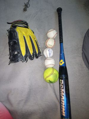 Baseball bat with 5 baseballs and a glove. In excellent condition. Amazing. It's used a bit but it's still good to use. New it costs $349 for Sale in Queens, NY