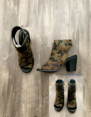 Camouflage open toe/heel booties size 6 for Sale in Chicago, IL