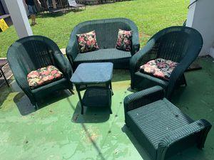 Outdoor furniture 5 pc used for Sale in North Miami Beach, FL