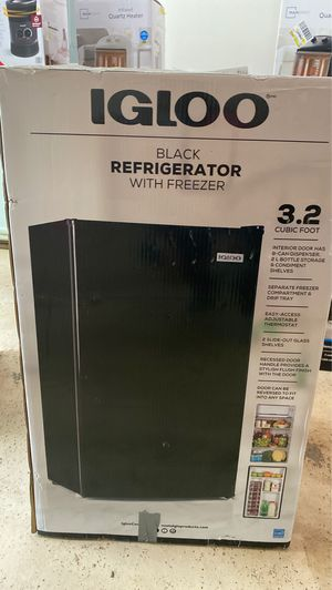 Igloo Black Refrigerator with freezer for Sale in College Park, GA