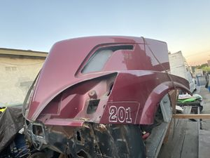 VOLVO VNL 760 TRUCK HOOD / VOLVO TRUCK PARTS (RIGHT SIDE DAMAGED) VOLVO VNL for Sale in Los Angeles, CA