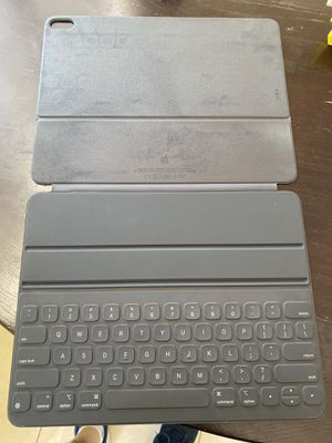 iPad Pro 12.9 smart Apple keyboard (3rd generation) for Sale in Canyon Country, CA