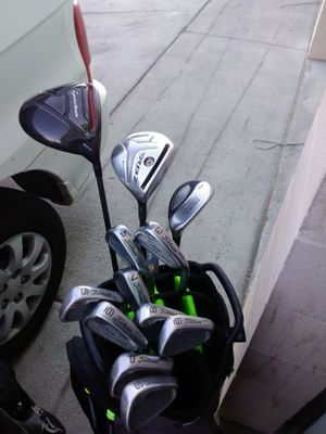 MEN'S TAYLORMADE & TITLEIST COMPLETE GOLF CLUB SET for Sale in Rancho Mirage, CA