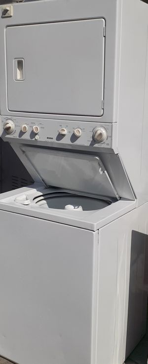 Stackeble Washer and Gas dryer for Sale in Santa Ana, CA
