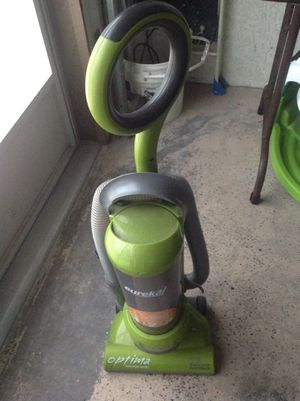 Eureka vacuum cleaner for Sale in New Port Richey, FL