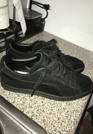 Pumas Suede ( Black ) for Sale in Bronx, NY