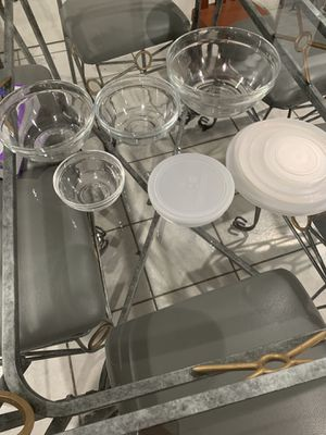 Pyrex , clear glass 5 pieces with lids, new for Sale in Downey, CA