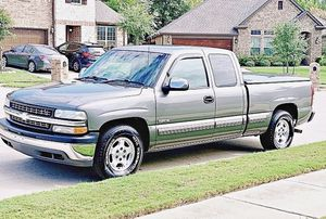 ֆ12OO 4WD CHEVY SILVERADO 4WD for Sale in Wichita, KS