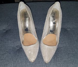 Jennifer Lopez Gold and Silver Glitter Heels for Sale in Gardena, CA