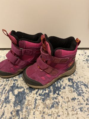 Merrell winter boots,shoes size 11 girls(pink) for Sale in Schiller Park, IL
