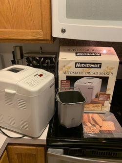 Salton Nutritionist White Automatic Bread Maker 440SPR for Sale in Everett,  WA