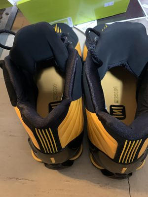 Nike shox bb4 Black university Gold for Sale in The Bronx, NY