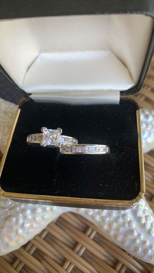 925 SILVER STAMPED WEDDING RING SET WITH CUBIC ZIRCONIA STONES! for Sale in Estero, FL
