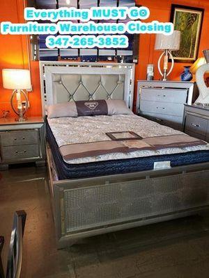 Queen bedroom set. Must Go for Sale in Queens, NY