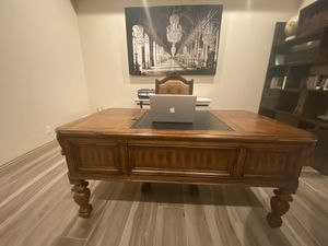 Traditional home office desk for Sale in Las Vegas, NV