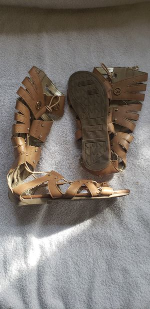 Michael kors sandals size 1 Y for Sale in Glendale, CA