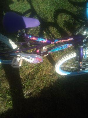 Girls bike 20 inch girls bike in good condition for Sale in Lincoln, RI