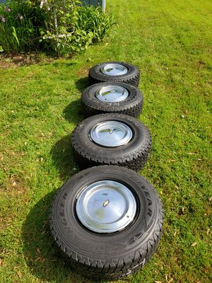 6 lugs rims, tires Chevy chrome hubcaps for Sale in Torrington, CT