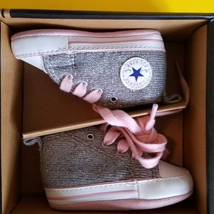 Converse First Star Infant Girl Crib Shoes for Sale in Philadelphia, PA