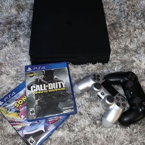 PS4, 2 Controllers , 6 games 1Tb for Sale in Hollywood, FL