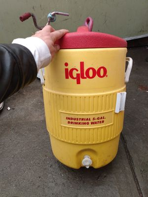 Igloo cooler for Sale in Oakland, CA